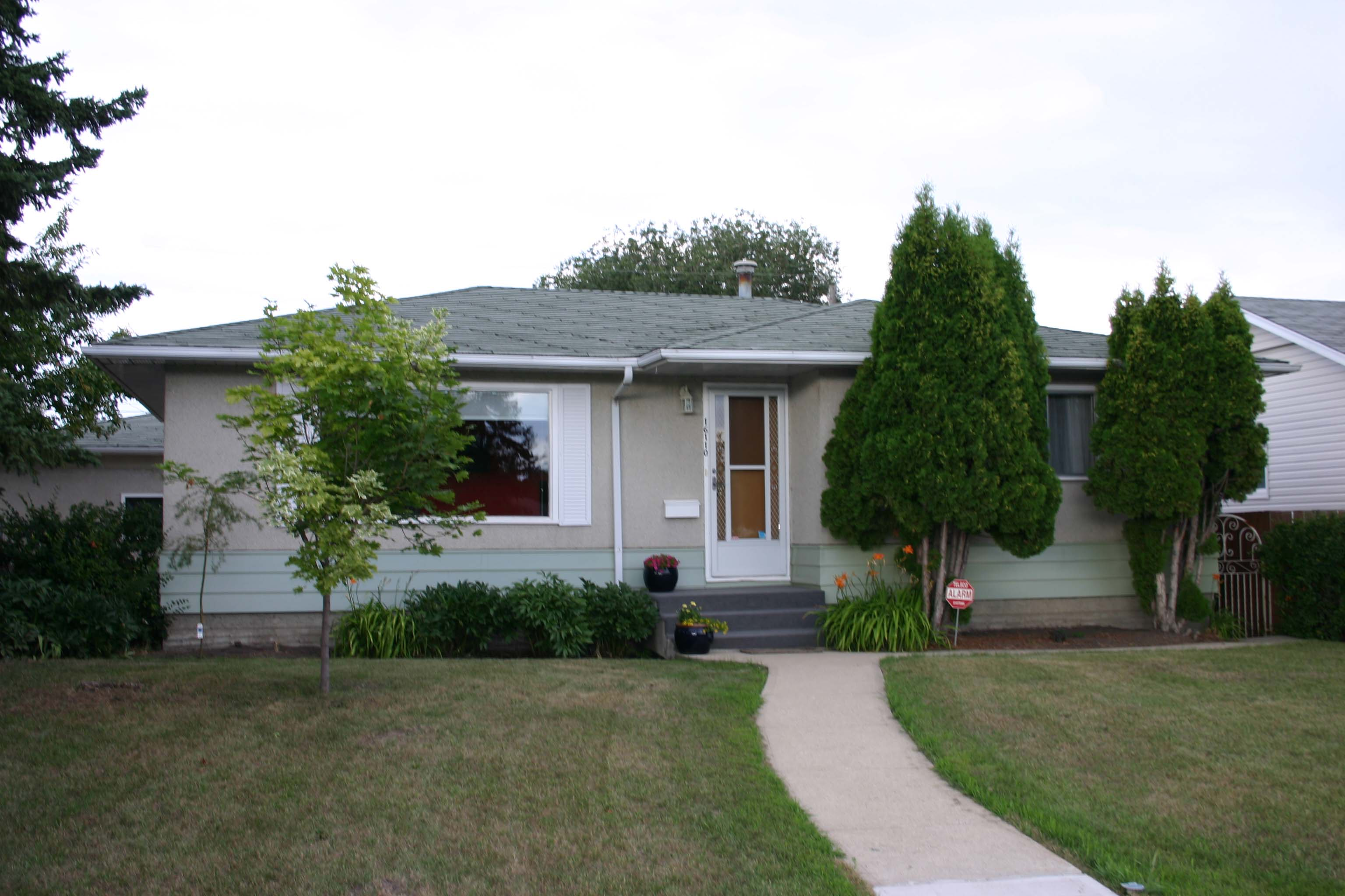 House in Meadowlark, Edmonton