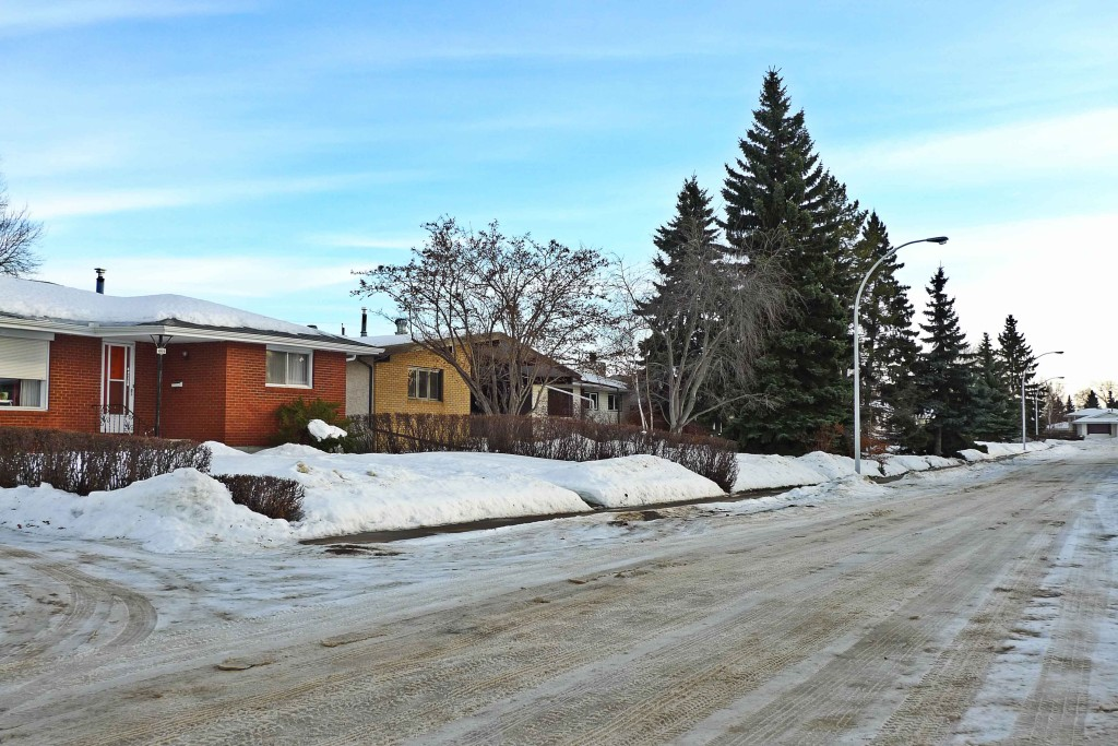 Lansdowne,-Edmonton-Neighbourhood-Profile-Photo