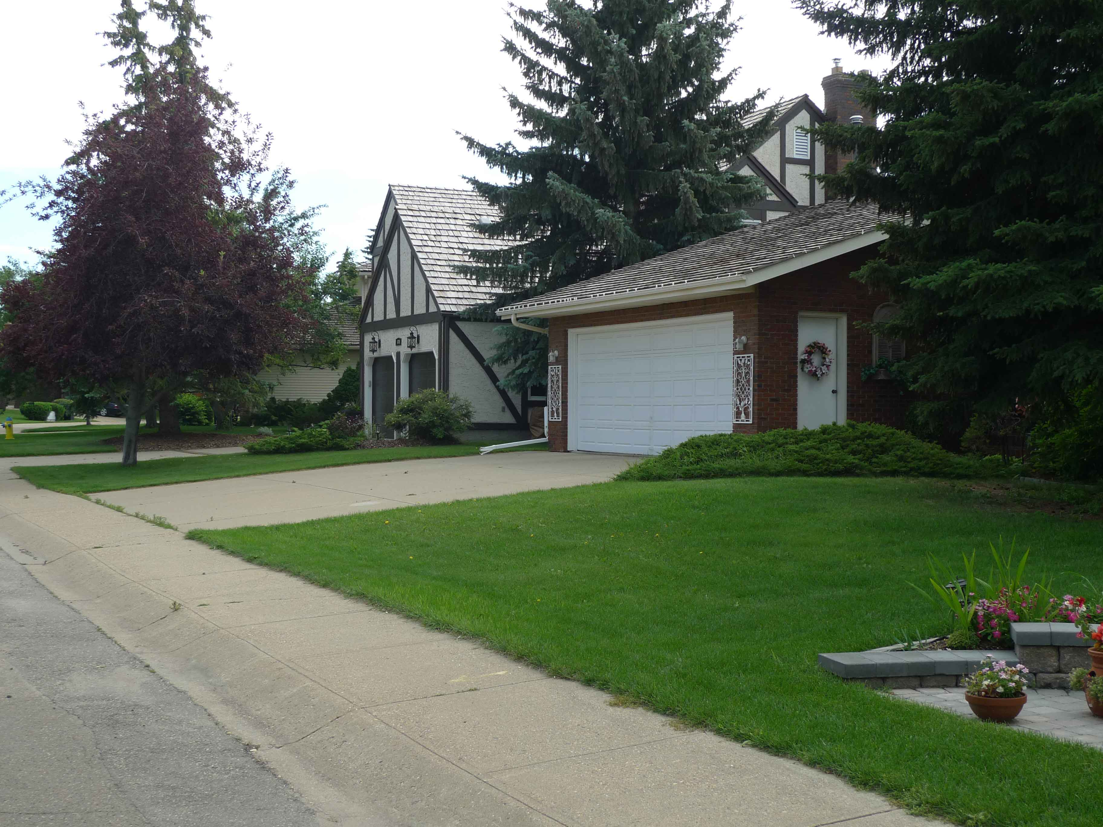 Rhatigan Ridge, Edmonton | Neighbourhood Profile