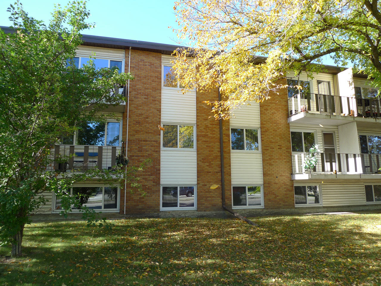 condominiumized-apartment-building-in-edmonton-alberta