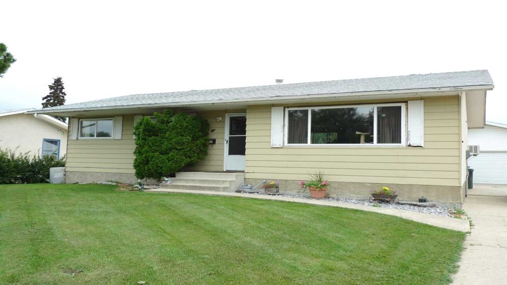 Bungalow-in-Forest-Green,-Stony-Plain